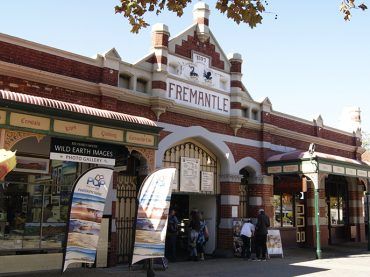 Fremantle Tour with Swan River Cruise